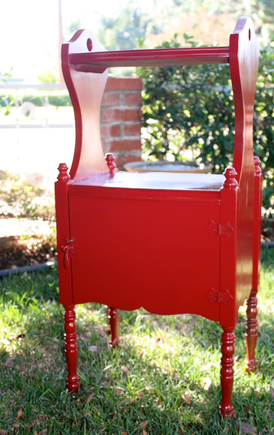 my mom gave me this adorable little cabinet.  i painted it red and it got HOT!