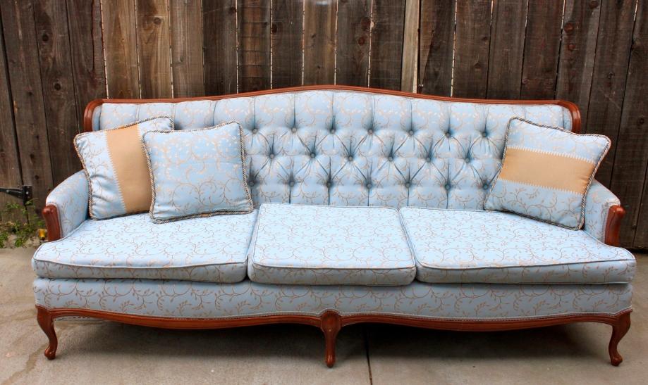Beautiful estate sale vintage couch $50.00